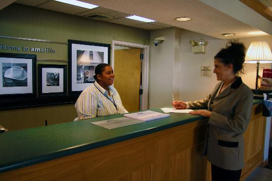 Baymont Inn & Suites Amarillo East: Front Desk
