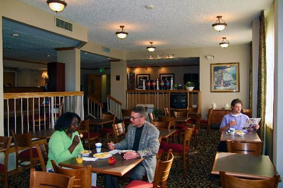Baymont Inn & Suites Amarillo East: Breakfast Seating