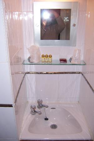 Nonsuch Park Hotel: Bathroom