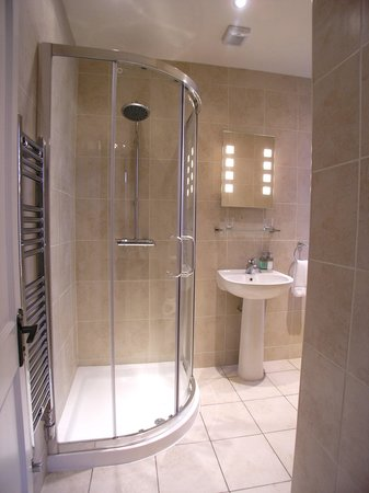 The Beeches Guest House: The Bathrooms (Bed 3)