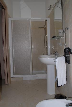 Domus Itria: shower