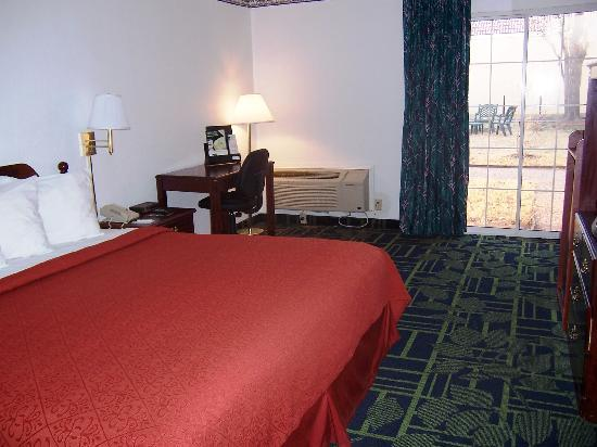 Quality Inn: KING SIZE SINGLE BED