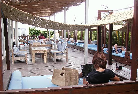 Alma Resto-Bar: camastros