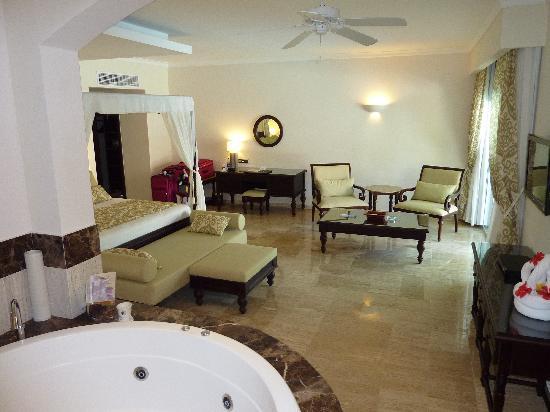 TRS Turquesa Hotel: Romance Swim-up Suite