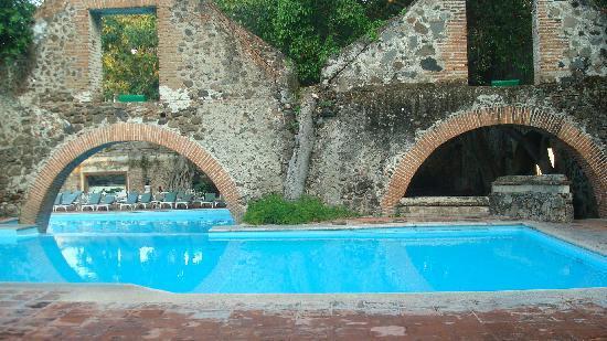 Hotel Hacienda Cocoyoc: esta es una de las piscinas del hotel magnifico
