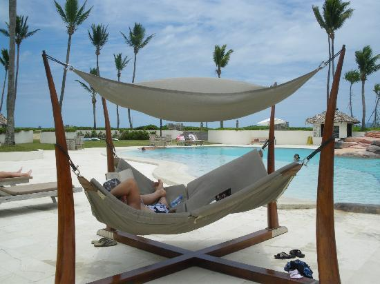 The Pearl Resort: Lazing at the pool!