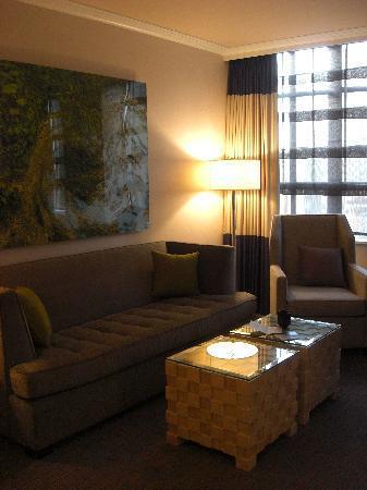 Kimpton Hotel Palomar Philadelphia : living area king spa suite
