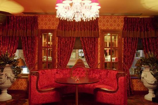 The Washington bar & restaurant : upstairs booth