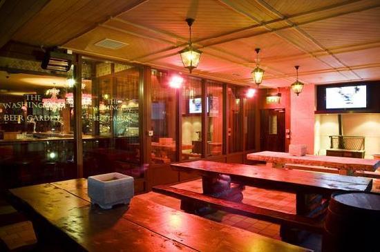 The Washington bar & restaurant : smoking area