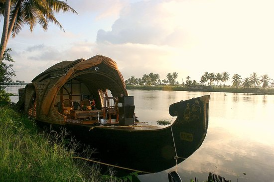 Eco Trails Kerala : Traditional type Kerala Houseboat