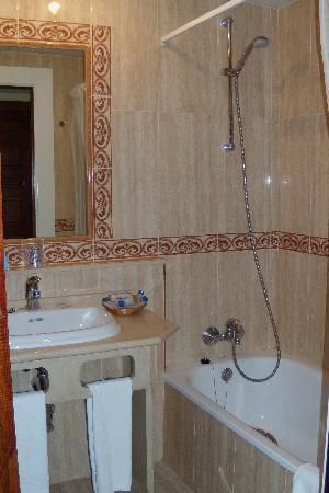 Gran Cervantes by Blue Sea: Bathroom
