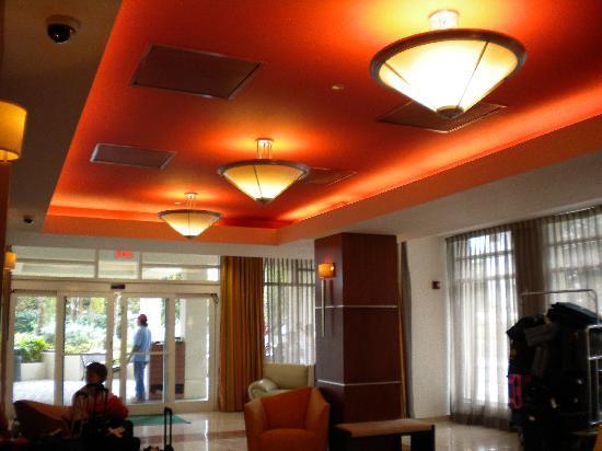 Courtyard San Juan Miramar: Lobby