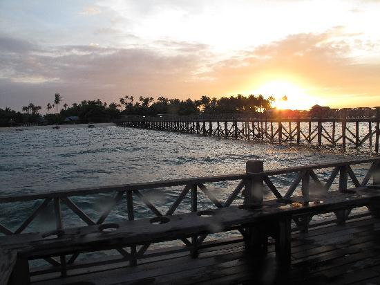 Borneo Divers Mabul Resort : Sunset from thedeck...