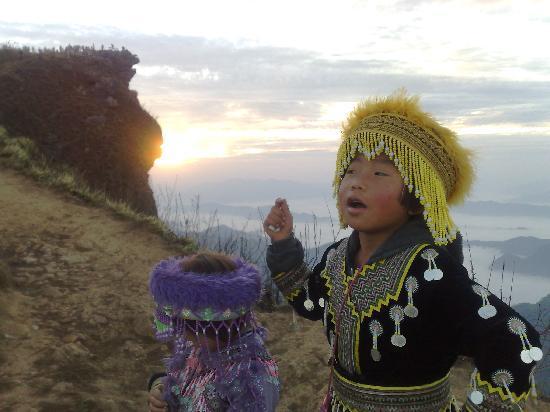Chiang Rai, Thaïlande : Sun rise at Puh Chee Fah mountain