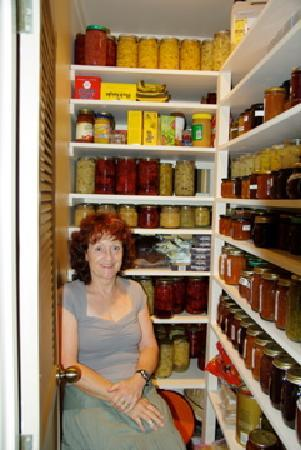 Ferry Landing Lodge: Pam in her pantry