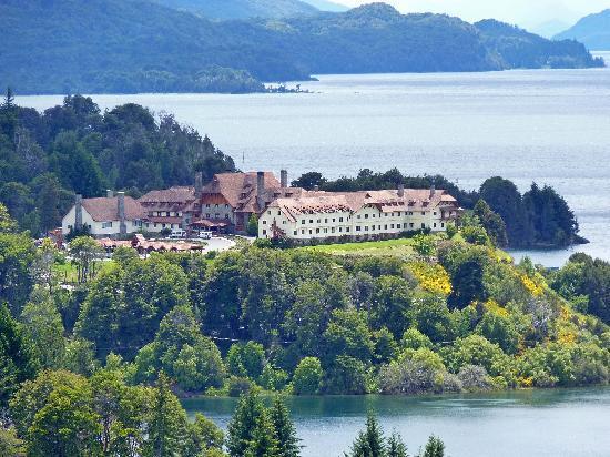 Llao Llao Hotel and Resort Golf Spa: L'hotel è in una posizione fantastica