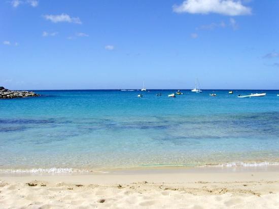 Sugar Cane Club Hotel & Spa : Clear blue water