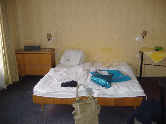 Narodni Dum: Room