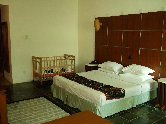 Century Helang Hotel: Our room with king bed and cot.