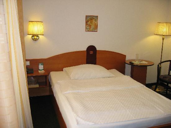 Hotel Merkur: Standard Single Room