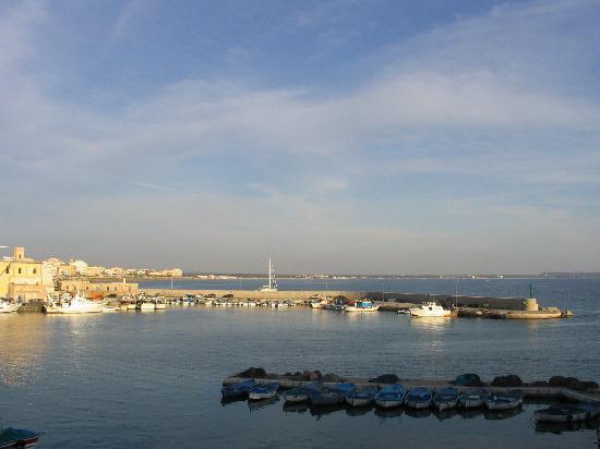 Ecoresort Le Sirene: looking towards the hotel from Gallipoli