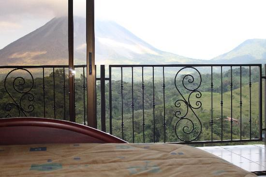 Linda Vista Hotel: View from our Master Suite of Volcan Arenal