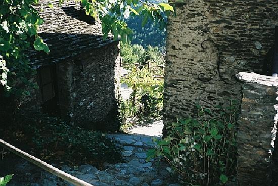 Le Mas du seigneur Alteyrac : Blick zur Terrasse hinab