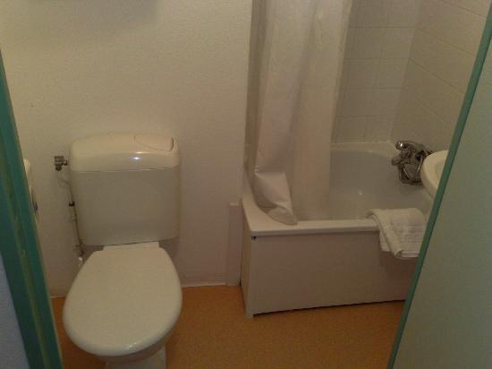 Apart Hotel Les Laureades : salle de bain et toilettes