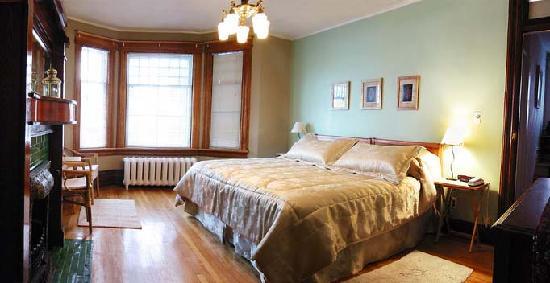 Rideau Inn: Quebec Room/ Chambre Québec