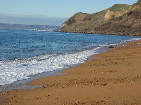 Eype House Caravan & Camping Park : looking west on Eype beach