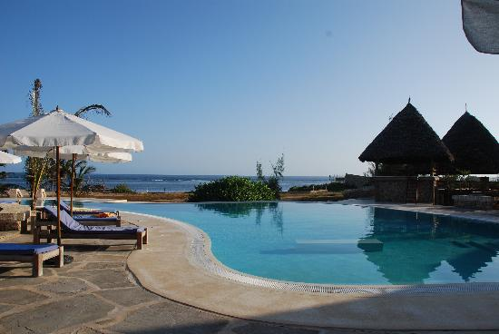 The Charming Lonno Lodge: Poolside