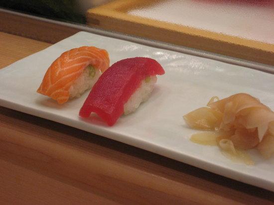 Tsukiji Sushisay Honten: tuna and salmon sushi