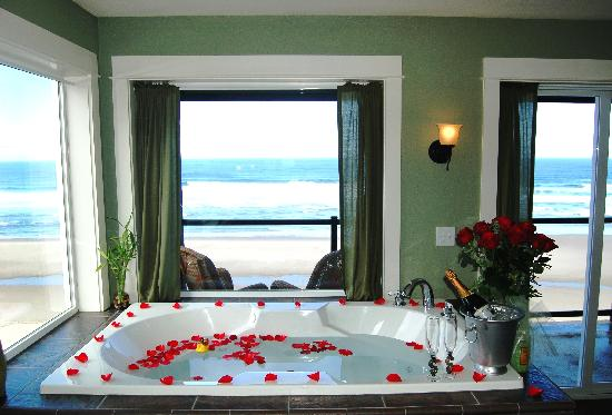 Starfish Manor Oceanfront Hotel: Romance Package & Oceanfront views!