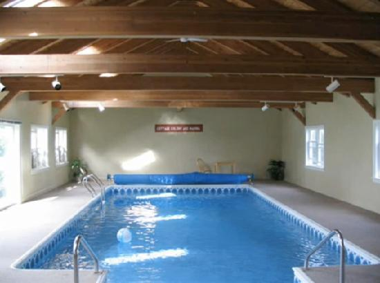 Damariscotta Lake Farm Restaurant and B&B: Swimming Pool at Damariscotta B&B