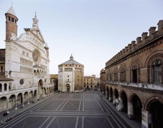 Cremona, Italy: piazza del comune dall'alto