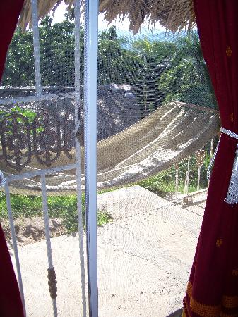 Jasmine Spa and Wellness: The hammock outside.