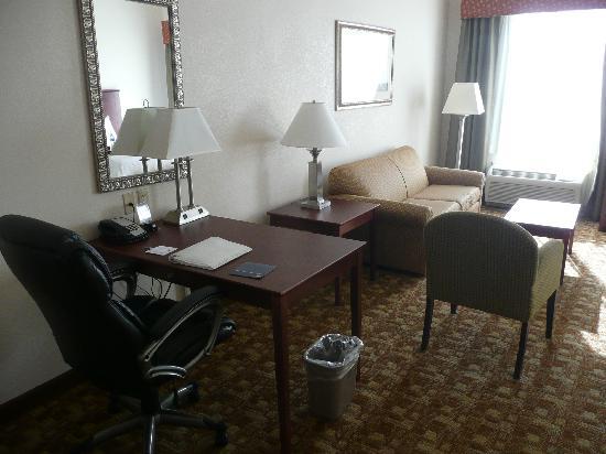 Hampton Inn Suites Valdosta Conference Center: 2 QNS STUDIO SUITE NONSMOK
