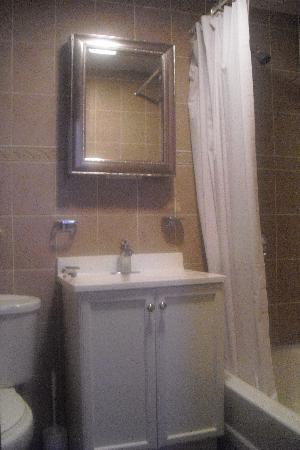 Midtown Encore Apartments Hotel: Bathroom