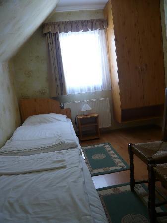 Engler Hotel Etterem: Obere Etage eines 4-Bett Zimmers