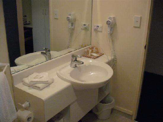 Ventura Inn & Suites Hamilton: Bathroom