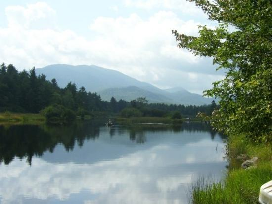 Lake Placid, Estado de Nueva York: River at the camp site