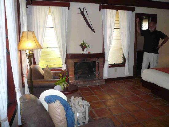 Hidden Valley Inn: Bungalow innen