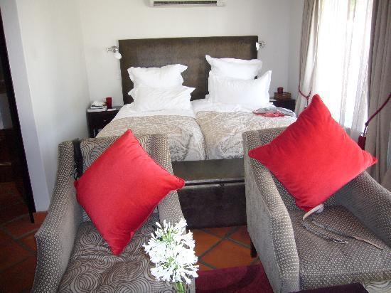 Majeka House: Large comfortable bed