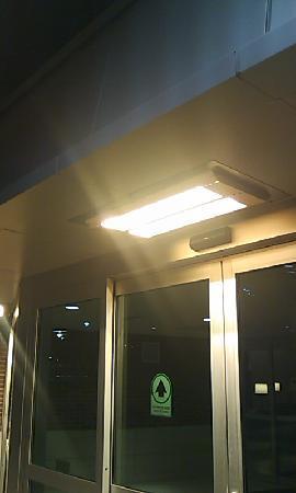 The Westin Edina Galleria: エントランスの電灯を兼ねたヒーターが暖かく迎えてくれます