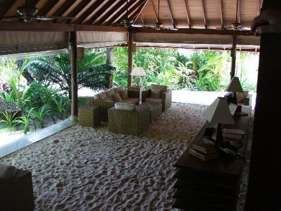 Maafushivaru : La reception vista dal soppalco