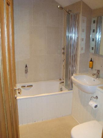 The Red Lion Inn: Bathroom