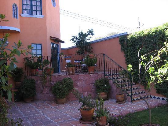 Casa Frida B&B: Une petite terrasse