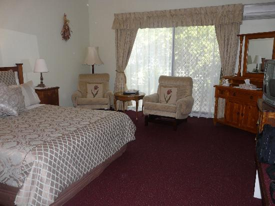 The Noble Grape Guest House: our room was PERFECT x