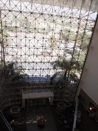 Hilton Tucson East: フロントのエントランスはこんな感じです
