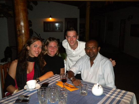 Tartaruga Hotel & Beach Restaurant: dinner with Neel, the owner
